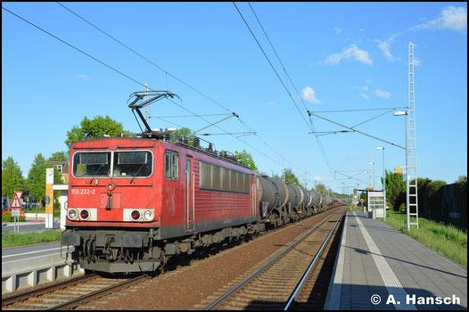 """Inzwischen im Railpool und deshalb ohne """"DB-Keks"""" sehe ich 155 232-2 mit einem stattlichen Mischer am 30. April 2018 am Hp Altstadt in Luth. Wittenberg"""