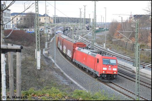 Am 3. Dezember 2015 verlässt 185 294-6 mit GA 52813 Chemnitz Hbf. gen Zwickau