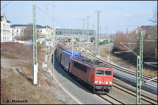 155 004-5 ist am 27. Februar 2016 die älteste im Dienst stehende BR 155. Sie verlässt hier mit GA 52811 nach Mosel den Chemnitzer Hbf.