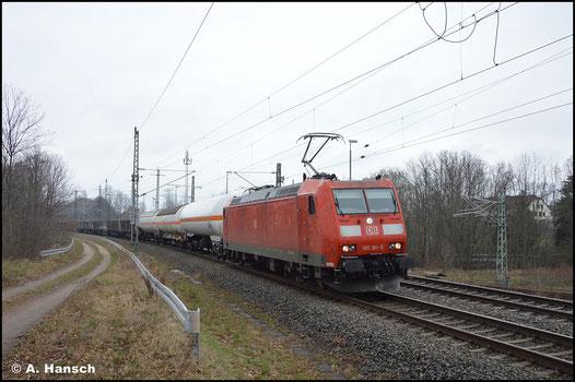 Am 10.04.2021 rollt 185 181-5 mit dem EZ 51721 am ehem. Abzweig Furth in Chemnitz gen Hbf.