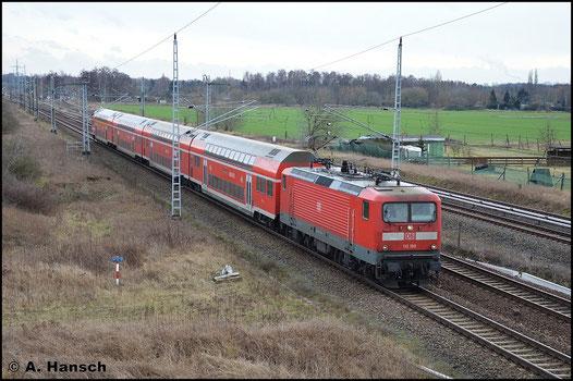 112 190-4 durchfährt am 5. Februar 2016 Berlin Französisch-Buchholz. Am Haken hat sie den RE5 nach Rostock Hbf.