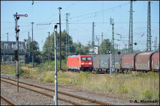 185 306-8 sonnt sich am 28. September 2015 in Zwickau Hbf.