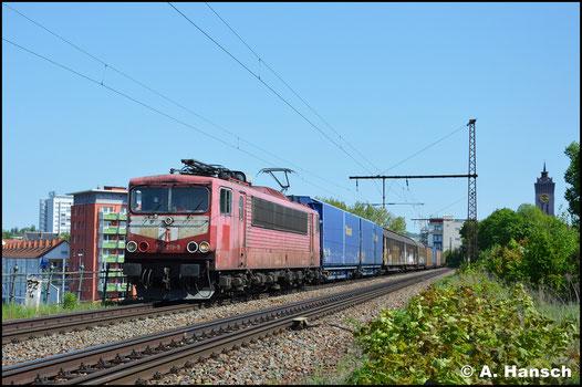 """Mit """"blauem Auge"""" bzw. rotem Lampenring begegnet mir die Lok am 4. Mai 2018 auf dem Bäckerviadukt in Chemnitz. Am Haken hat sie den GA 52813 nach Mosel"""
