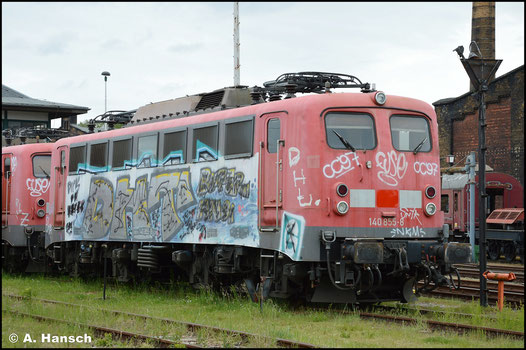 140 855-8 wurde von der Triangula Logistik GmbH erworben und steht am 31.05.2020 im SEM Chemnitz, von wo aus die Firma ihre Loks einsetzt. Der äußere Zustand der Maschine ist desolat
