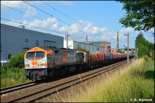 Erst über 7 Jahre später sehe ich die Lok wieder, als sie am 03. Juli 2021 den DGS 95403 von Freiberg nach Kaufering durch Chemnitz-Schönau wuchtet