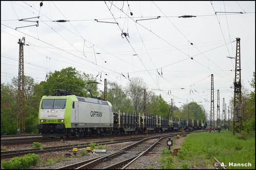 Am 14. Mai 2021 gehört die Lok zur Flotte von ITL/Captrain und rollt mit Güterzug im typischen Firmendesign durch Leipzig-Wiederitzsch