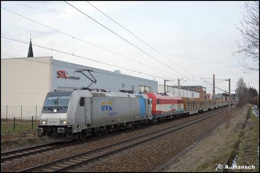 Vor 223 031-6 bringt 185 694-7 der evb einen Stammholzzug von Chemnitz Hbf. nach Bayern. Am Hp Chemnitz-Schönau konnte der Zug abgepasst werden