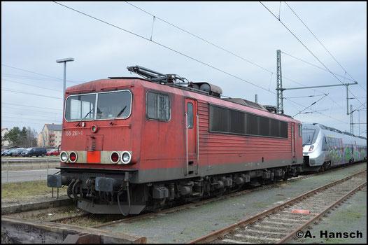 Am 2. Februar 2018 sind die DB-Logos entfernt. Die Lok gehört dem Railpool an und ruht hier gerade in Luth. Wittenberg Hbf.