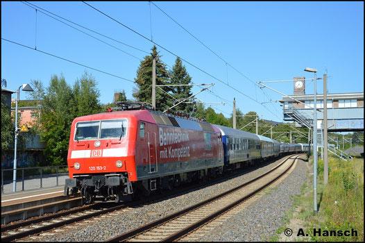 Am 23. August 2017 durchfährt 120 153-2 mit einem Messzug bestehend aus mehreren Messwagen und einem Triebwagen der Scot Rail (385 002) den Hp Chemnitz-Hilbersdorf