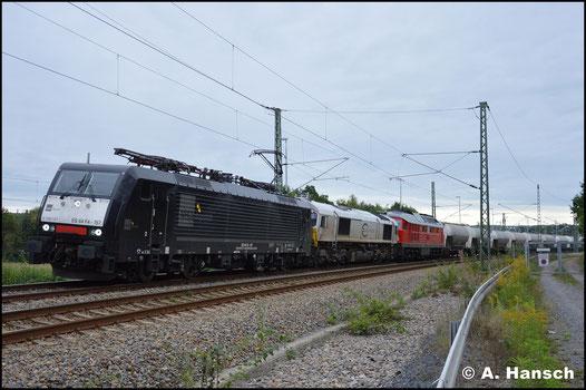 189 157-1 führt am 9. September 2017 einen Zementleerzug nach Rüdersdorf an. Dahinter laufen 266 442-3 und Wagenlok 232 489-5 (MEG 315). In Chemnitz-Furth entstand ein Bild der interessanten Fuhre