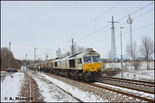 Die Loks der BR 266.4 sieht man auch oft mit der Baureihenbezeichnung 247 beschriftet, so wie hier 266 438-1 als 247 038-3 mit einem Kesselzug in Chemnitz-Furth (18. März 2018)