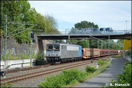 Nach der Übernahme der Loks der BR 155 der DB von Railpool, ist es 155 138-1, die auch optisch den Besitzer widerspiegelt. Der Exot durchfährt am 9. August 2019 mit Autoleerzug das Chemnitzer Stadtgebiet