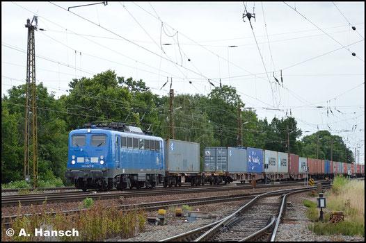 Blau ist die Lok am 26. Juni 2017 schon lange, als sie mit Containerzug Leipzig-Wiederitzsch durchfährt