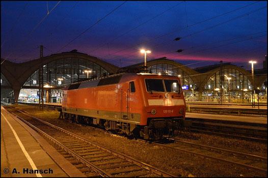 Am Abend des 8. November 2015 ruht sich 120 151-6 in Leipzig Hbf. aus