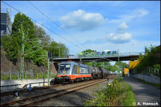 """182 516-5 (Hectorrail 242.516 """"Ferdinand"""") bringt am 01. Juni 2021 einen Kesselwagenzug nach Chemnitz Hbf. und hat ihr Ziel hier bereits fast erreicht"""
