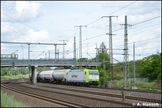 Am 5. Juni 2020 rollt 185 541-0 mit Gaskesselwagen durch Luth. Wittenberg Hbf.
