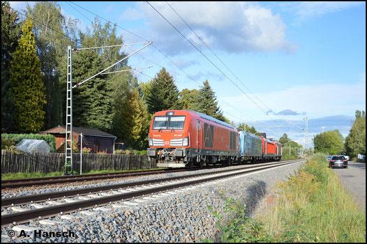 Am 15. September 2017 zieht 247 906-1 einen Lokzug, bestehend aus 185 152-6, 187 131-8 und 143 316-8 durch Grüna gen Zwickau. Die Loks sollen zum Bahntag am 16. September 2017 im Hbf. Zwickau ausgestellt werden