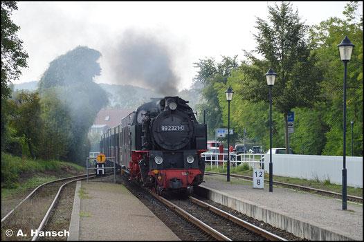 99 2321-0 fährt am 30. August 2019 in den Bf. Kühlungsborn-Ost ein