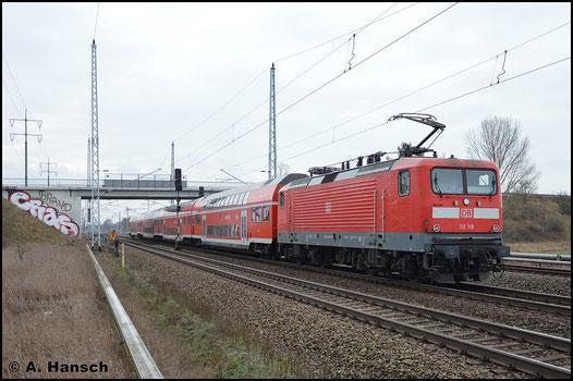 112 119-3 schiebt am 5. Februar 2016 den RE5 nach Elsterwerda durch Berlin Französisch-Buchholz