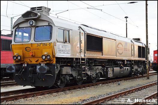266 454-8 (Euro Cargo Rail 247 054-0) genießt am 25. April 2015 ihren Feierabend in Cottbus Hbf.