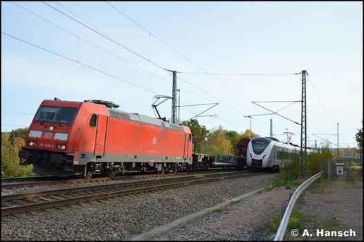 Am 25. Oktober 2020 zieht 185 246-6 den EZ 51716 nach Senftenberg. Dieser wurde über Chemnitz umgeleitet und in Chemnitz-Furth war er minimal schneller, als die entgegenkommende RB - zum Glück