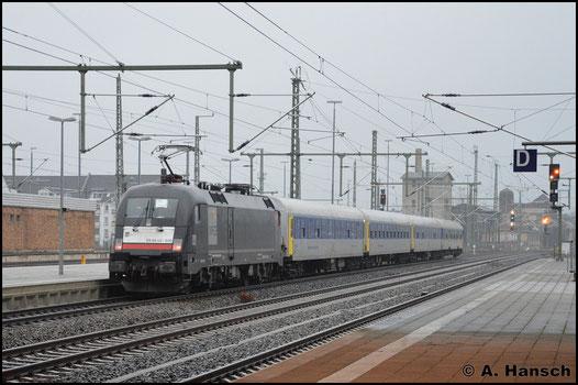 182 530-6 verlässt am 14. Dezember 2016 mit einem RE 3-Ersatzzug (Dresden - Hof) Chemnitz Hbf.. Grund dieses Zuges waren massive Ausfälle der BR 1440 der MRB