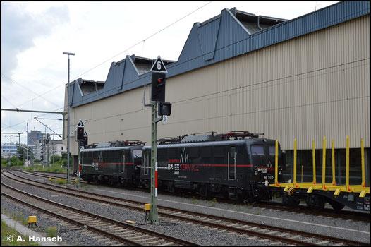 Bei der EBS hat die Lok wieder Verwendung gefunden. Am 28. Juni 2020 steht sie, hinter 140 789-9, mit einem Holzleerzug in Chemnitz Hbf.
