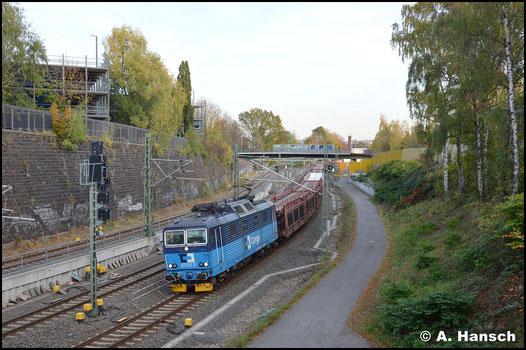 Am 24. Oktober 2019 ist 372 013-3 von Glauchau nach Nymburk unterwegs. Mit ihrem Autoleerzug erwische ich die Lok kurz vor Chemnitz Hbf.