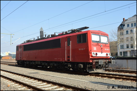 Am 4. März 2018 konnte ich 155 183-7 in Chemnitz Hbf. ablichten. Sie gehört Mike Ampft Eisenbahndienstleistungen und ist im späten DR-Farbschema lackiert
