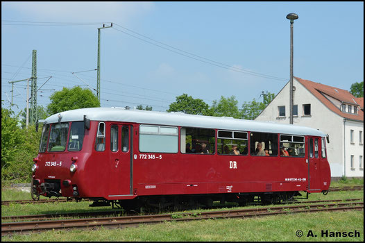 772 345-5 der EBS fuhr am 28. Mai 2016 eine Sonderfahrt. Im Bw Weimar startet der Triebwagen gen Bahnhof Weimar