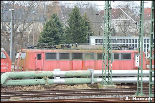 140 217-1 steht seit Jahren im DB Stillstandsmanagement in Chemnitz. Am 23. März 2018 wurde die Lok in einer Reihe anderer Maschinen am AW Chemnitz gesichtet