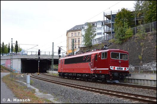 """Als """"Lok mit den zwei Gesichtern"""" begegnet mir der Stromcontainer am 24. September 2020 Lz kurz vor Chemnitz Hbf."""