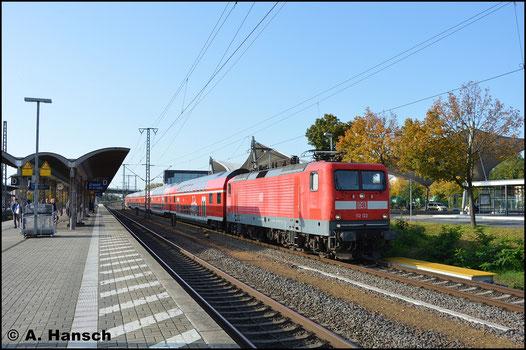 Graffitifrei und mit RE 3 nach Stralsund ist die Lok abfahrbereit am 13. Oktopber 2019 in Luth. Wittenberg Hbf. zu sehen