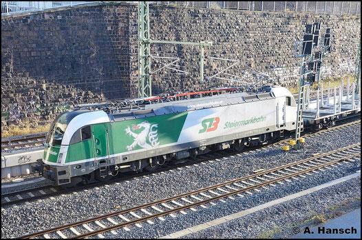 183 717-8 hat am 6. Dezember 2015 einen leeren Holzzug am Haken. Unterwegs nach Freiberg ist hier gleich Chemnitz Hbf. erreicht
