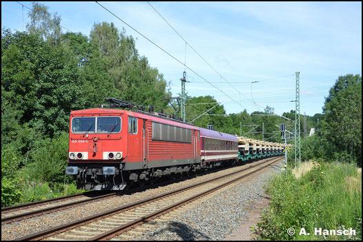 Nochmal 4 Jahre sind vergangen: Es ist der 4. Juli 2019 und 155 099-5 gehört inzwischen zum Bestand von Railpool. Mit amerikanischer Militärtechnik begegnet mir der Energiecontainer in Chemnitz-Furth