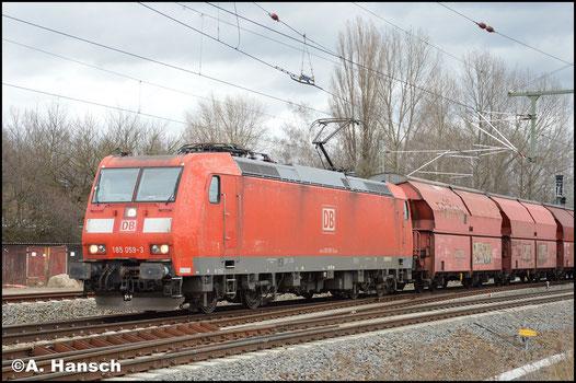 185 059-3 hat am 29. Januar 2018 in Leipzig-Thekla zehn Gipswagen am Haken