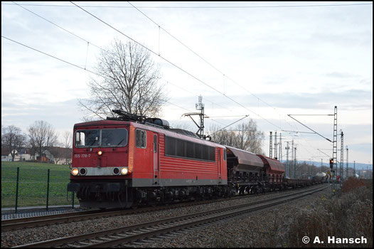 155 178-7 wuchtet den 31-Wagen starken EZ 51716 am 25. November 2018 durch den ehem. Abzweig Furth in Chemnitz, gen Riesa