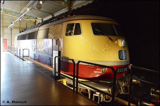 Die erste ihrer Baureihe, E03 001 (später 103 001-4) steht als Exponat im DB Museum Nürnberg. Am 15. Juli 2015 konnte ich ein Foto dieser Maschine anfertigen