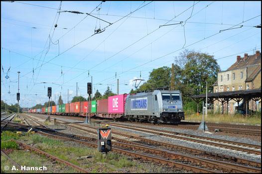 386 006-1 hat am 2. September 2020 einen langen Containerzug am Haken. In Leipzig-Wiederitzsch entstand ein Foto der Fuhre