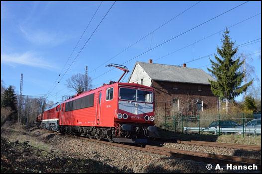 Mit langem Leerschotterzug und vor 231 012-6 durchfährt 144 159-7 der Firma WFL am 20. März 2019 Chemnitz-Furth