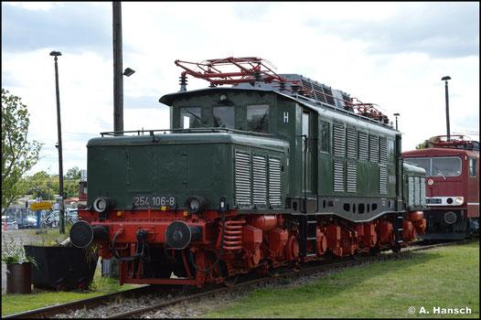 Beim TEV in Weimar ist 254 106-8 beheimatet. Am 28. Mai 2016 konnte sie neben 251 012-1 festgehalten werden