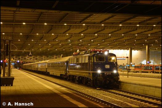 110 428-0 gehört der Train Rental International GbR. Am 2. Dezember 2017 erreicht sie mit einem Sonderzug aus Sterbfritz den Chemnitzer Hbf.