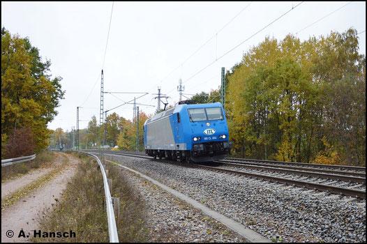 Als Tfz 83430 (Pirna - Böhlen) begegnet mir die Lok am 30. Oktober 2016 am ehem. Abzw. Furth in Chemnitz. Neu ist das ITL-Logo an der Lokfront