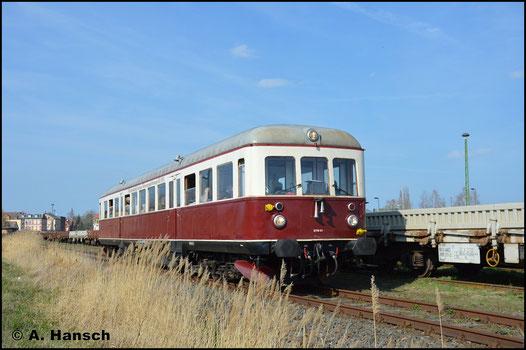 """Der Triebwagen Bauart """"Esslinger"""" ist an diesem Festwochenende für die Pendelfahrten zwischen dem Bahnhof Staßfurt und dem Bw zuständig"""