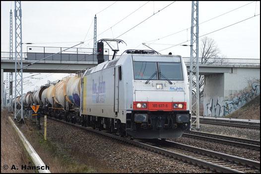 3 Jahre später, am 5. Februar 2016 ist die Lok für die Rurtalbahn Cargo GmbH im Einsatz. Mit Güterzug durchfährt sie hier Berlin Französisch-Buchholz stadtauswärts