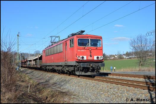 Am 13. Februar 2016 hat die Maschine den GA 52811 nach Mosel am Haken. Am ehemaligen Abzweig Furth, kurz vor Chemnitz Hbf., entstand dieses Bild. Auffällig ist der rote Lampenring an der Lokfront