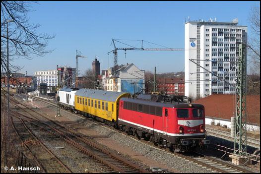Am 03. Juni 2021 kehrt die Lok aus Dessau zurück, wo sie Fristen bekam. Äußerlich ist sie kaum wiederzuerkennen. Am Hp Chemnitz-Küchwald entstand leider nur ein Notschuss