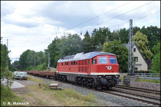 Am 11. Juli 2020 erstrahlt die Lok wieder in ihr würdigem Glanz. Mit Res-Zug eilt sie hier durch Oberlichtenau