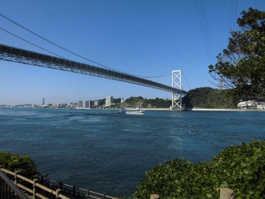 関門橋下の写真