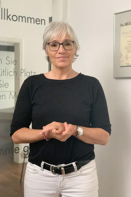 Dr. med. Liselotte Hutzel, 2020, Meisterin der Akupuntur, TCM, Kampo in Bühlertal, Fachärztin für Chirurgie